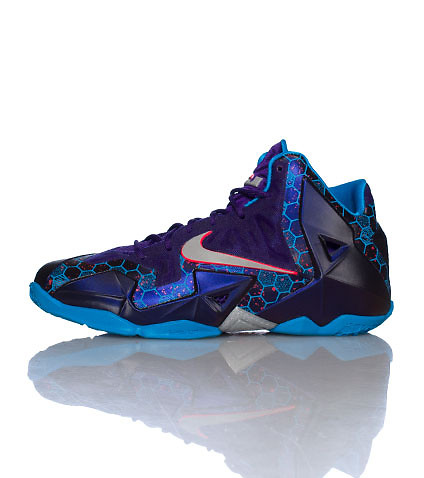 NIKE KIDS LEBRON XI SUMMIT LAKE HORNET SNEAKER Multi-Color