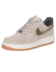 NIKE SPORTSWEAR AIR FORCE 1 07 LOW PREM SUEDE SNEAKER