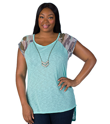 ESSENTIALS WOMENS PLUS HI LOW RAGLAN CAMOUFLAGE TOP Medium Blue